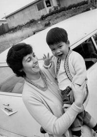 Con trai gặp lại mẹ ruột ở Hong Kong sau 60 năm xa cách