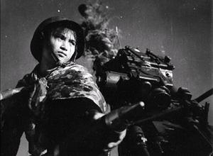 Vẻ bất khuất của phụ nữ Việt thời chiến