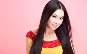 Ca sĩ Hà Phương tiếp tục tặng nhu yếu phẩm cho người dân khó khăn