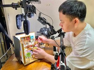 Chàng trai Việt làm món ăn siêu nhỏ, lên truyền hình Nhật