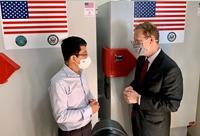 Việt Nam tiếp nhận tủ lạnh âm sâu từ Hoa Kỳ để lưu trữ vaccine ngừa Covid-19